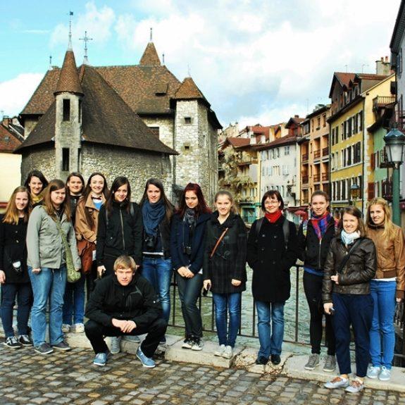 Izmenjava s Francijo - Skupinska slika v Annecyju, april 2012, foto M. Zorko