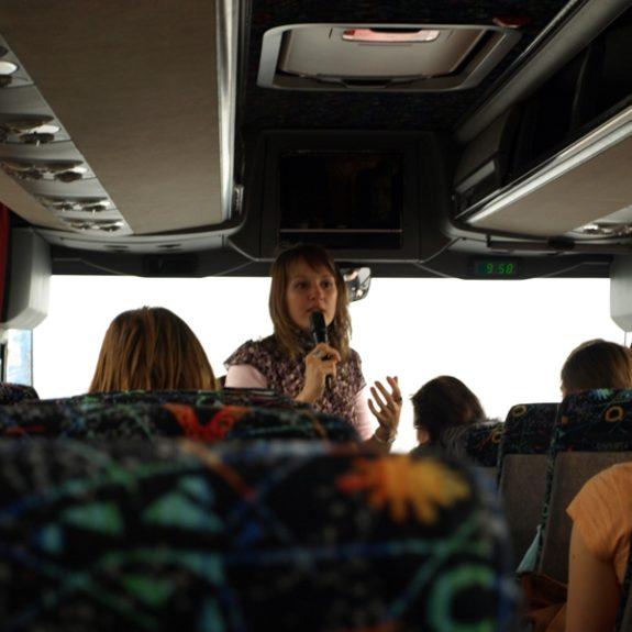 Ekskurzija v London - Razlaga vodičke v avtobusu,  feb. 2010, foto D. J. Smodej