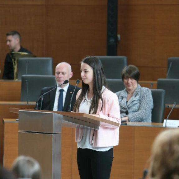 Satin Papež v Državnem zboru predstavi svoj esej, foto: Barbara Žejavac
