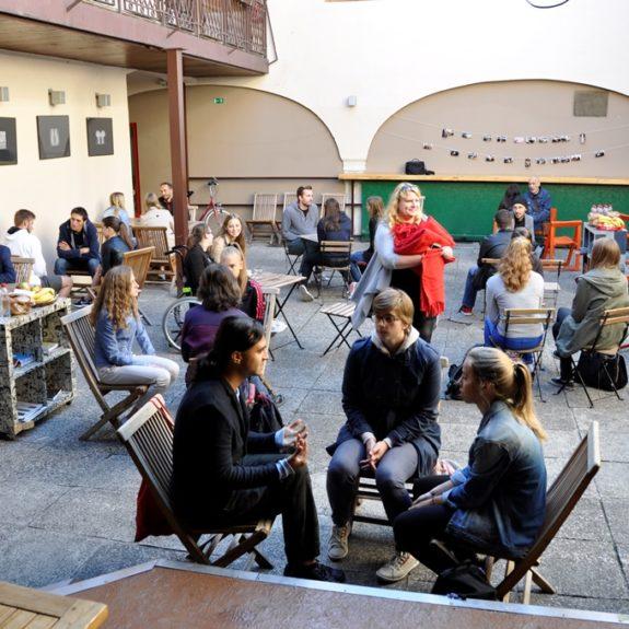Živa knjižnica, foto: Peter Žunič Fabjančič