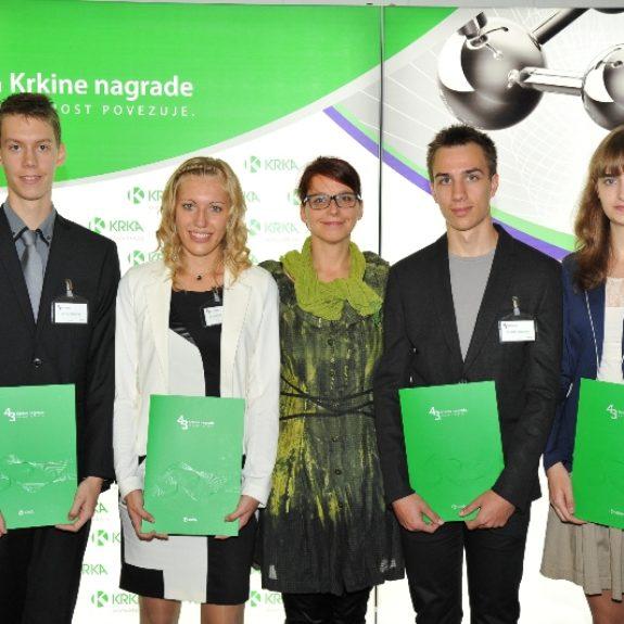 Nagrajenci z ravnateljico Mojco Lukšič