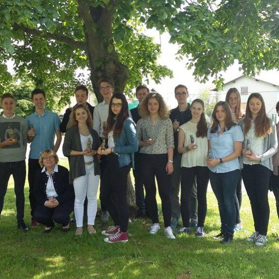 Državno srečanje mladih raziskovalcev, raziskovalci z mentoricami, maj 2016, foto: arhiv aktiva kemije