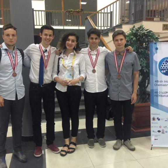 Mednarodna kemijska olimpijada, slovenska ekipa, jul. 2016, foto: Tristan Kovačič