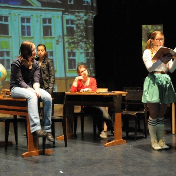 Theatergruppe Goga auf der Bühne, 2010, Foto Asja