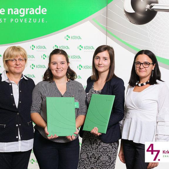 Nina Starič in Klavdija Bijek z mentoricama, foto: Arhiv Krke, d.d., Novo mesto