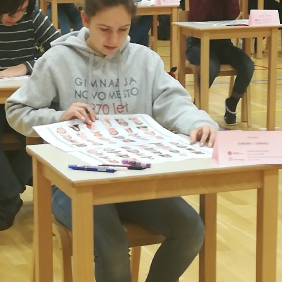 Anja na tekmovalnem prostoru pri disciplini  Imena in priimki,  foto: Branka Klemenčič