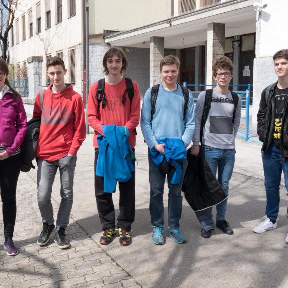 Tekmovalci z mentorico, foto: Miha Hadl