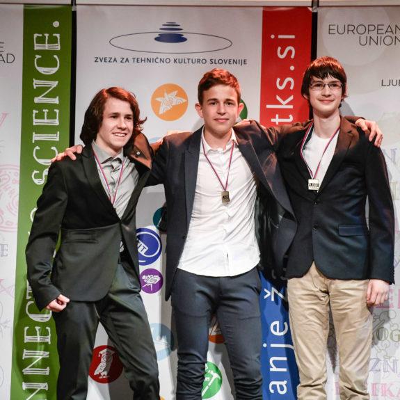 Ekipa, ki je osvojila 3. mesto in zlato medaljo:  Luka Hadl, Tevž Lotrič in Gašper Košir, foto: arhiv ZOTKS