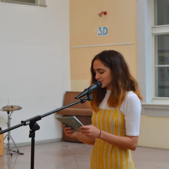 Eva Novak, povezovalka programa, foto: Branka Klemenčič
