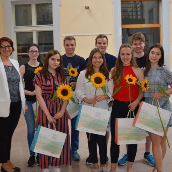 Zlati maturanti z ravnateljico Mojco Lukšič, foto: Branka Klemenčič