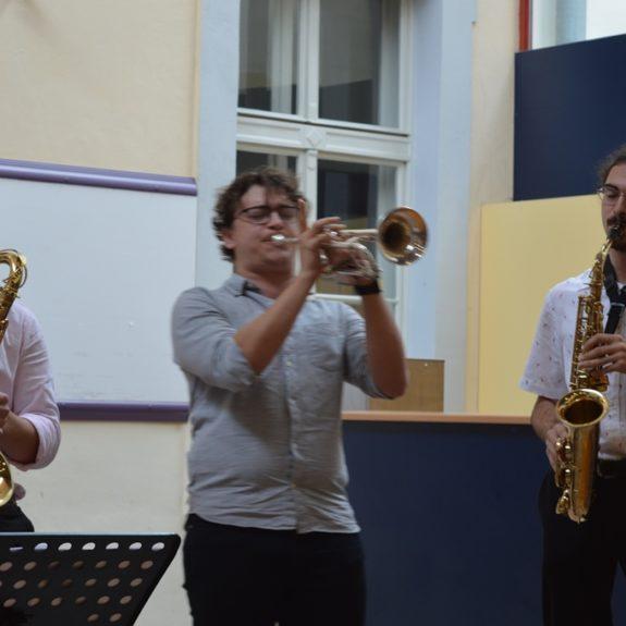 Pet Jazz Polnoč