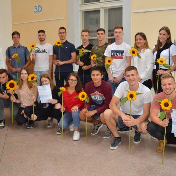 Dijaki 4. š z razrednikom in ravnateljico, foto: Tatjana Durmič
