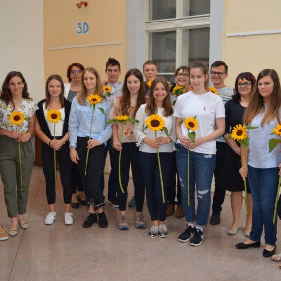Dijaki 4. b z razredničarko in ravnateljico, foto: Tatjana Durmič