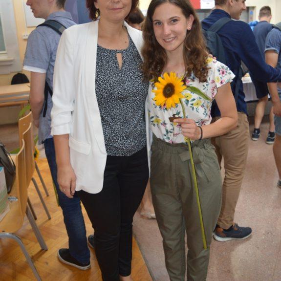 Nastja Medle z ravnateljico Mojco Lukšič, foto: Branka Klemenčič