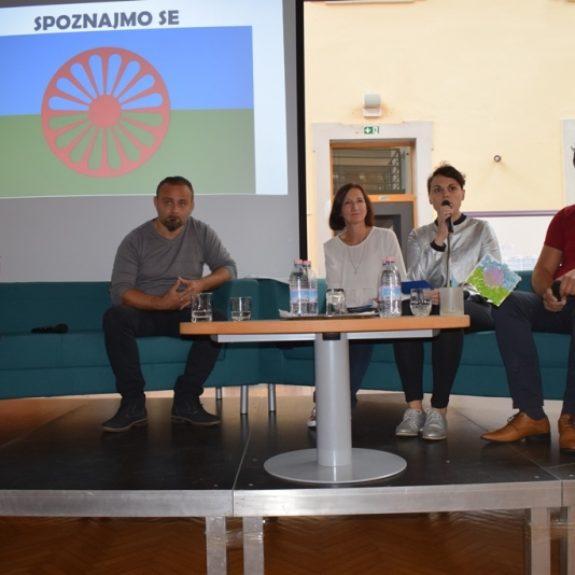 Sodelujoči na okrogli mizi o romski kulturi, foto: Jana Prijatelj