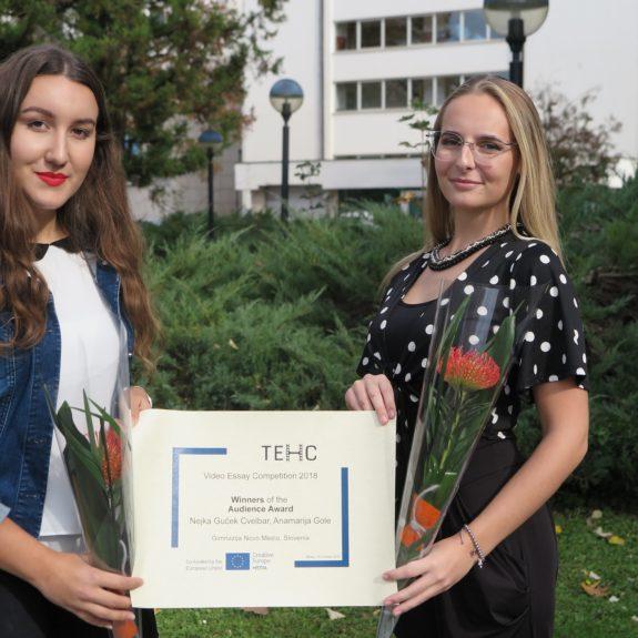 Anamarija Gole in Neja Guček, zmagovalki na natečaju v okviru projekta Poučevanje evropske zgodovine s filmom