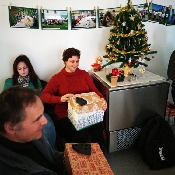 RK - Veselje ob odpiranju daril, foto: Andreja Murgelj