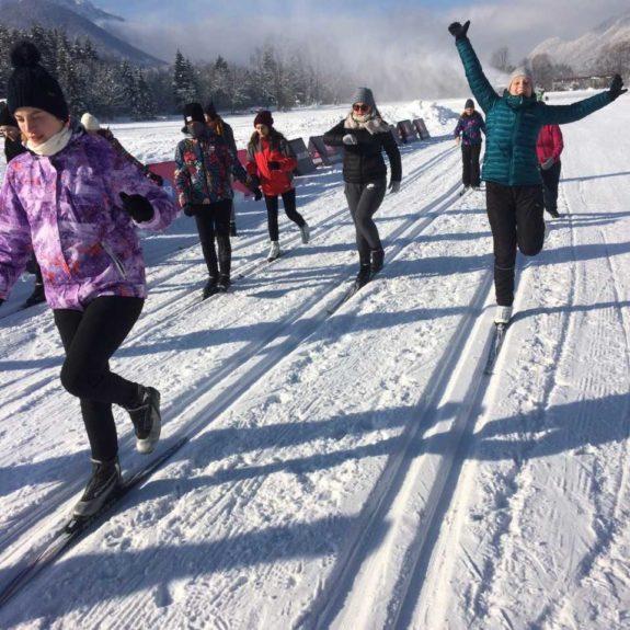 Tekači uživajo zimske radosti, foto Nina Arnuš