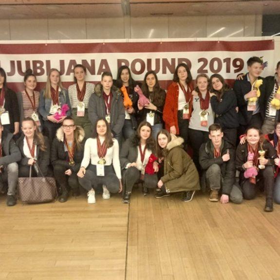 Skupinska slika udeležencev z medaljami, foto: Maja Hren