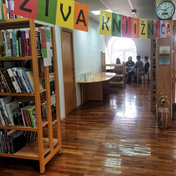 Branje knjige, foto: Maja Žunič Fabjančič