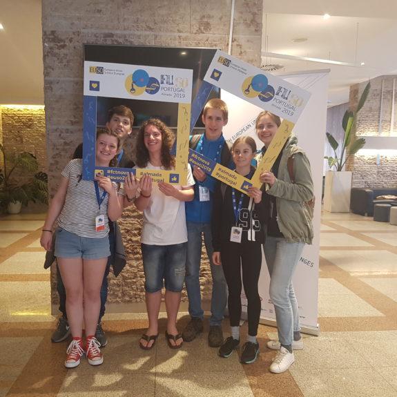 Slovenski ekipi na EUSO 2019 (Jernej Birk, Tjaša Sušnik, Eva Igličar, Simon Bukovec, Luka Peršolja in MArjetka Zupan), foto: Branka Klemenčič