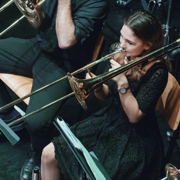 Anja v orkestru AVE