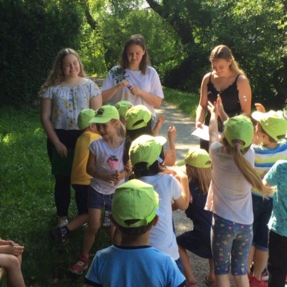 Otroci poslušajo Mehurčke, foto: Saša Lavrič