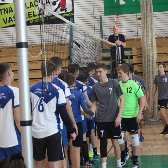 Pozdrav pred tekmo, foto: Agencija za šport Novo mesto