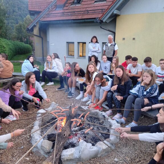 Večerno druženje ob ognju, foto: Urška Longar