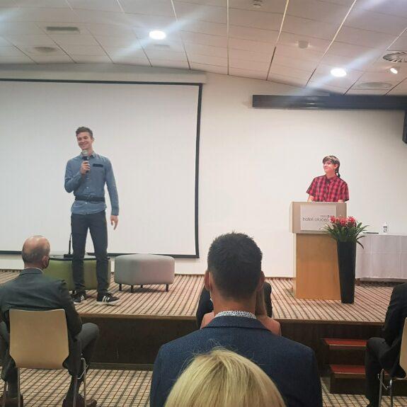Nik in Val med predstavitvijo, foto: Tanja Gačnik
